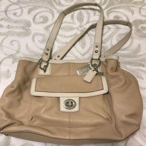 Beige all leather Coach shoulder bag